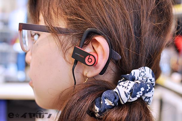 Powerbeats3 Wireless サイレンレッド  着用